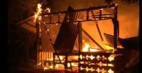 2 Rumah Kebakaran, Satu Orang Tewas Terpanggang