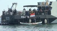 Nelayan Teluk Jakarta Antusias Ikuti Vaksinasi Covid di Atas KRI Pollux-935