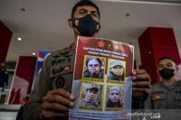 Diburu Polisi, 4 Anak Buah Ali Kalora Bersenjata dan Pegang Bom