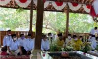 Airlangga Ziarah ke Makam Ulama Kharismatik Mbah Lim di Klaten