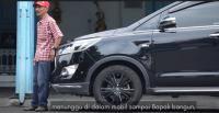 Ketika Jokowi Dorong Mobil saat Mogok Gegara Banjir