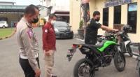 Menolak Ditilang, Pemotor Trail Ribut dengan Polisi
