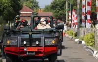 Tunggangi Jip, Prabowo Tinjau Pusdiklatpassus Batujajar
