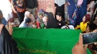 Isak Tangis Iringi Pemakaman Korban Bentrok Ormas di Sukabumi