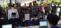 Santri Ini Rela <i>Nyeker</i> Untuk Ikut Serbuan Vaksin TNI AL di Cirebon