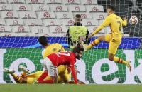 Barcelona Dibantai Benfica, Joan Laporta Temui Pemain Blaugrana