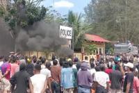 Keluarga Korban Pemerkosaan Geruduk Kantor Polisi Tuntut Pelaku Dihukum Mati