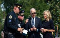 Beri Penghormatan, Biden: Demokrasi Bertahan karena Polisi