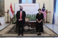 Bertemu Menlu Malaysia, Menlu Retno Angkat Isu Pelindungan WNI