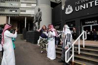 Sejak Dibeli Pangeran Arab Saudi, Fans Newcastle United Kini Bergaya Timur Tengah