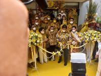 HUT Ke-57 Golkar, Airlangga Resmikan Yellow Clinic di Kantor DPP