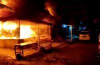 20 Kios Pasar Kayu Jati Rawamangun Terbakar, 15 Unit Damkar Diterjunkan