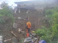 4 Rumah Terdampak Tebing Longsor, 18 Warga Bandung Barat Mengungsi