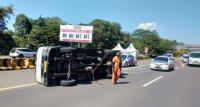 Kronologi Kecelakaan Mobil Travel yang Akibatkan 1 Anak Tewas di Tol Cipali