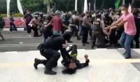 Sanksi Polisi <i>Smackdown</i> Mahasiswa: Ditahan 21 Hari dan Turun Jadi Bintara Tanpa Jabatan