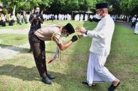 Gubernur Edy Rahmayadi: Seumur-umur Baru Ini Saya Jadi Inspektur Upacara Pakai Sarung