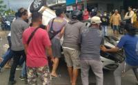 Tabrak Pembatas Jalan, Mobil Kepala Desa di Bangka Selatan Terbalik