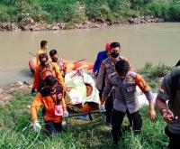 Lompat ke Sungai Cileungsi, Wanita Paruh Baya Meninggal