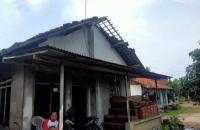 BPBD Salurkan Bantuan kepada Korban Bencana Angin Kencang di Lampung Tengah