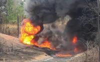 Pasca-Ledakan, Kobaran Api di Sumur Minyak Ilegal Tak Kunjung Padam