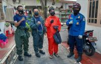 Damkar Evakuasi Dua Sarang Tawon di Jakbar