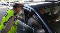 Hari Pertama Gage, Puluhan Kendaraan Diberhentikan di Jalan S Parman dan Tomang Raya