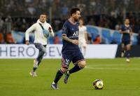 Lionel Messi Dikejar Fans Marseille Sampai ke Tengah Lapangan, Punya Dosa Apa La Pulga kepada si Suporter?