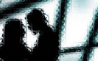 Pura-pura Pamit Kerja, Suami Pergoki Istri Asyik Selingkuh di Kamar