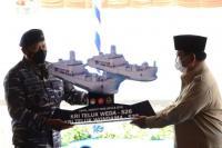 Menhan Prabowo Serahkan 2 Kapal Perang kepada TNI AL