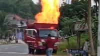 Truk Pengangkut 500 Tabung Gas Elpiji Kebakaran
