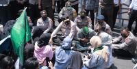 Mahasiswa Demo Polda NTB soal Polisi Pentung Kepala, Reaksi Kapolda Mengejutkan