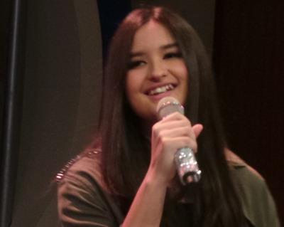 Putri Titi DJ Tak Masalah Terkenal  sebagai Anak Guru