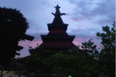Pesona Masjid Bertiang Satu di Tuban