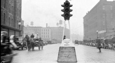 Lampu Lalu Lintas Ini Telah Berumur 100 Tahun