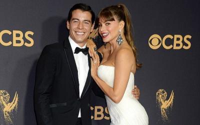 Bikin Heboh Red Carpet Emmy Award 2017, Ibu dan Anak Ini Tampil Bak Sepasang Kekasih