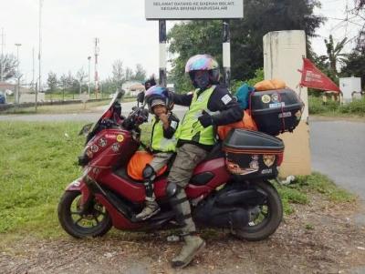 Cerita Pria Jambi Naik Motor Bareng Anak Balitanya ke Tanah Suci untuk Berhaji
