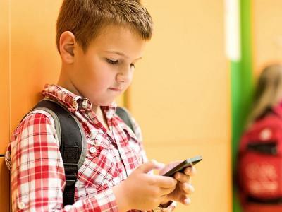 Usia Berapa Anak Diizinkan Memiliki Ponsel?