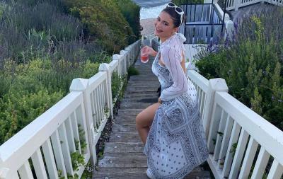 Serunya Liburan Kylie Jenner di Pantai, Jadi Pengen Berjemur