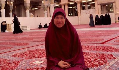 Dorce Gamalama: Omas Pelawak Sejati