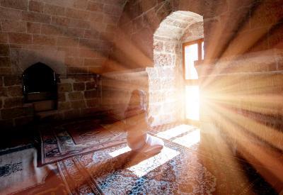 Amalkan Doa dan Zikir Ini Biar Tetap Tenang saat Tertimpa Musibah