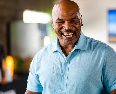 Mike Tyson Klaim Bisa Taklukkan McGregor jika Bertarung di Ring Tinju