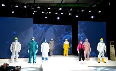 APD Covid-19 Melenggang di Panggung Fashion Show Virtual, Keren Ya