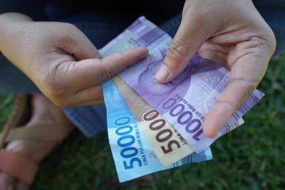 Masyarakat Butuh Bantuan Uang Tunai Bukan Pinjaman