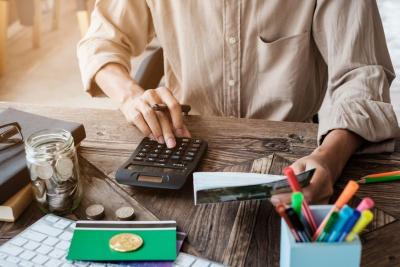 Habiskan Uang saat Long Weekend, Ini Siasat agar Gaji Tahan Sebulan