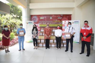MNC Peduli, Lotte Mart, Dharma Wanita Persatuan RSPI Sulianti Saroso Bagikan Bingkisan ke Petugas RS