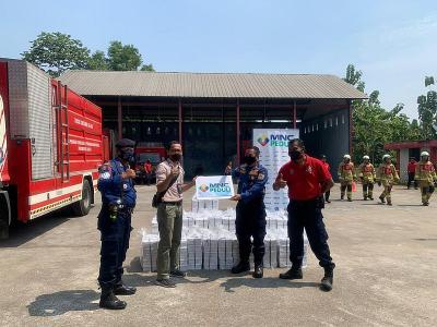 MNC Peduli dan Produser Pangan Asia Salurkan Bantuan Makanan untuk Petugas Pemadam Kebakaran