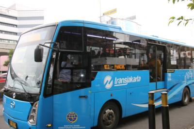 4 Tips Nyaman Hadapi Antrean Panjang saat Naik Transportasi Umum
