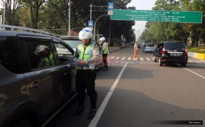 Hari Pertama Sosialisasi Ganjil-Genap, Polisi Catat 369 Mobil Melanggar