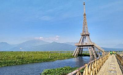Pesona Menara Eiffel di Atas Rawa Pening Semarang, Begini Penampakannya