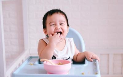 Ide Makan Sore, Resep MPASI Bubur Salmon Tumis Telur untuk Bayi 11 Bulan
